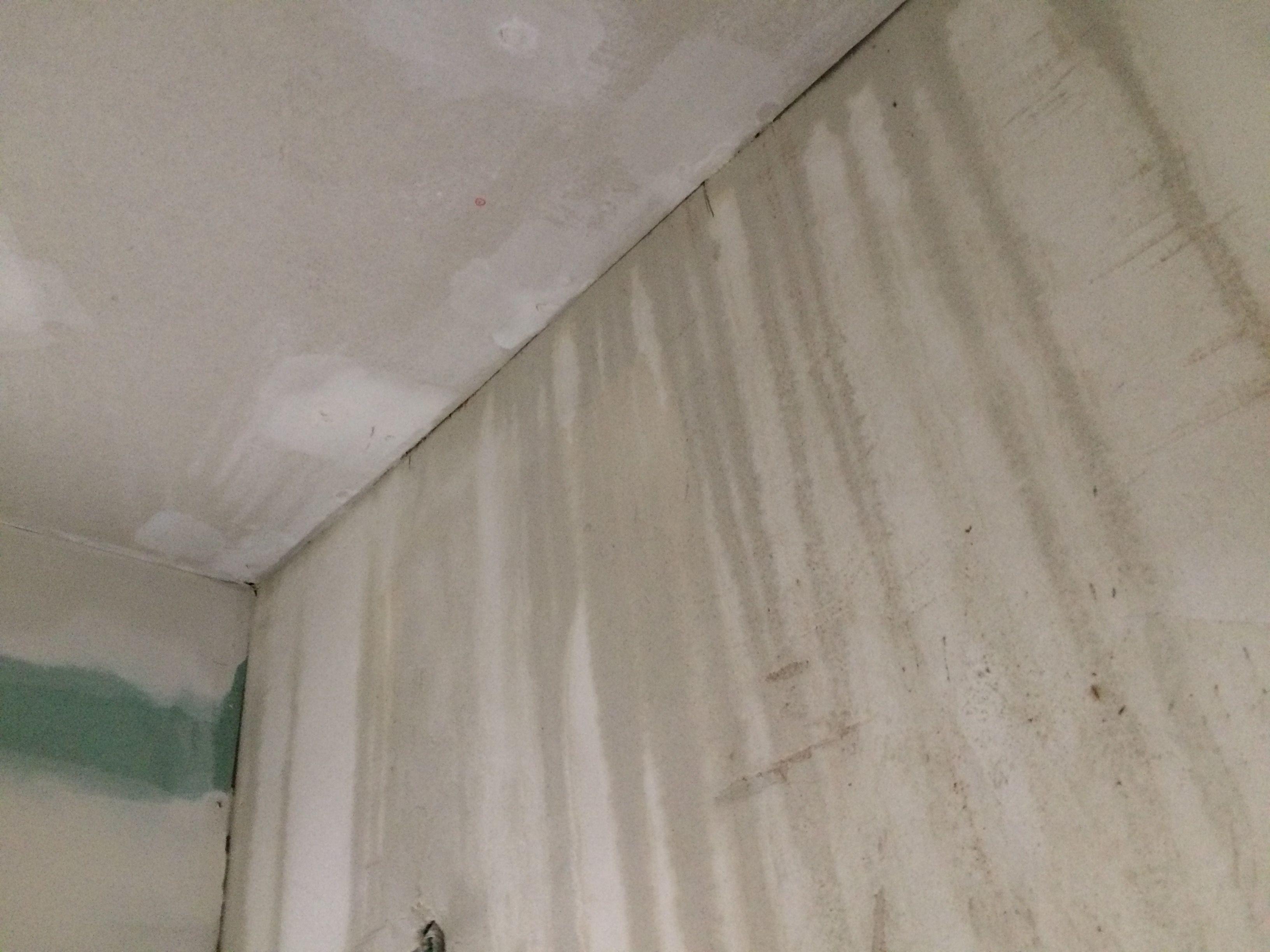 Houtenvloer en gyprocplafond drogen na waterlek lekdetectie delex